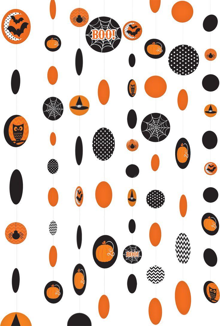 Set van 8 Halloween versieringen : Deze set bevat 8 hang versieringen voor Halloween.Deze bevatten ronde papieren schijfjes in oranje en zwarte kleuren met verchillende motieven.Deze versiering zijn ongeveer 1.80 meter...