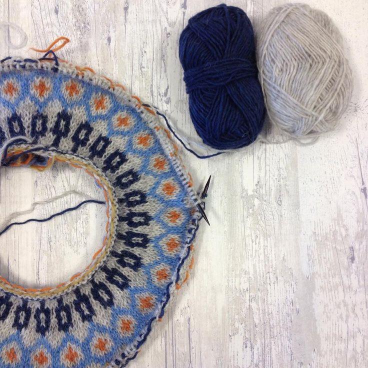Kommet godt i gang med min oppned #riddari i #lettlopi // starting with the best part. Icelandic pattern and yarn, love top down knitting