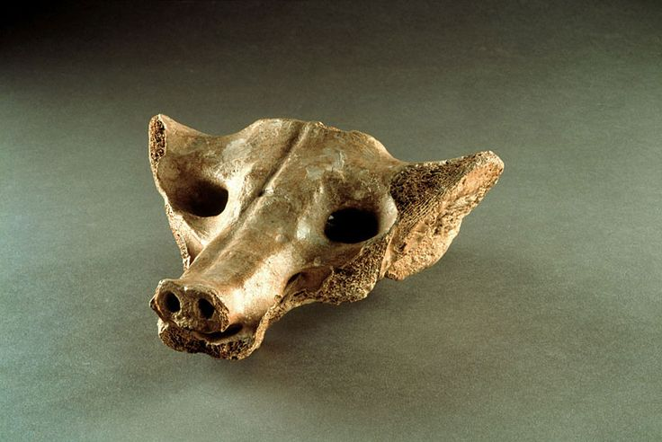 Camelid sacrum in the shape of a canine. Tequixquiac, central Mexico. 14,000–7000 B.C.E. Bone.