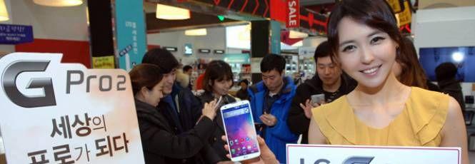 """A LG foi uma das primeiras empresas a anunciar novos aparelhos antes mesmo doMobile World Congresscomeçar, o que inclui o G Pro 2. O anúncio, feito na semana passada, já mostrava todas as especificações da nova versão do """"phablet"""" (mistura de smartphone e tablet) da marca.O aparelho já está em fa"""