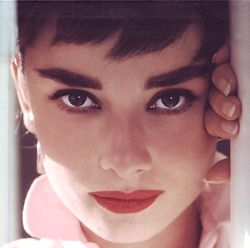 classic shot: Classic Beautiful, Makeup, Audrey Hepburn, Style Icons, Red Lips, Audreyhepburn, Beautiful People, Lips Rouge, Eye