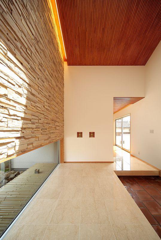 floor height windows. genkan
