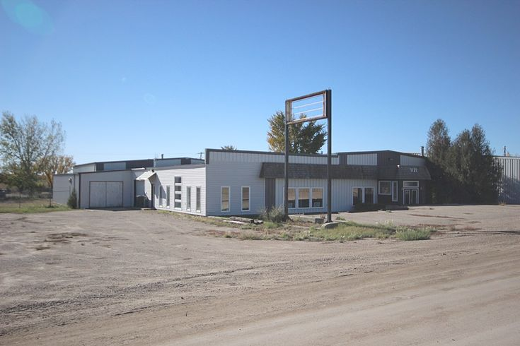 1121-1127 Ominica St. E., Moose Jaw. Muilti-use light industrial property! Call Brian Walz at Royal LePage Landmart – (306)694-8082, or cell – (306)631-1229. OR Call Mike Walz at Royal LePage Landmart – (306)694-8082, or cell – (306)631-7232.  For More Details please visit our Website at www.royallepagelandmart.com    E-mail – landmart@sasktel.net