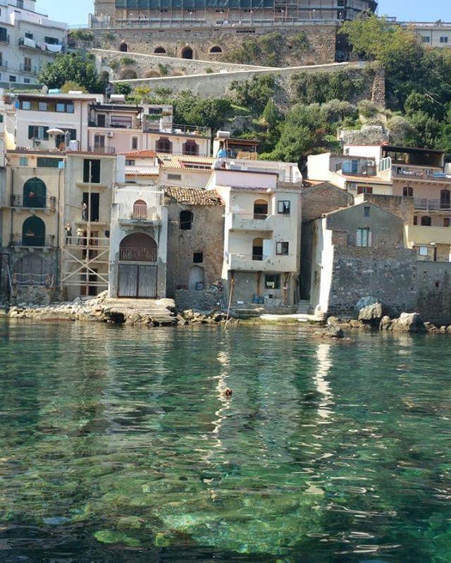 Chianalea Borgo Marinaro di scilla. La magia delle case nel ... mare. B&B Chianalea 54 http://www.bebchianalea.it