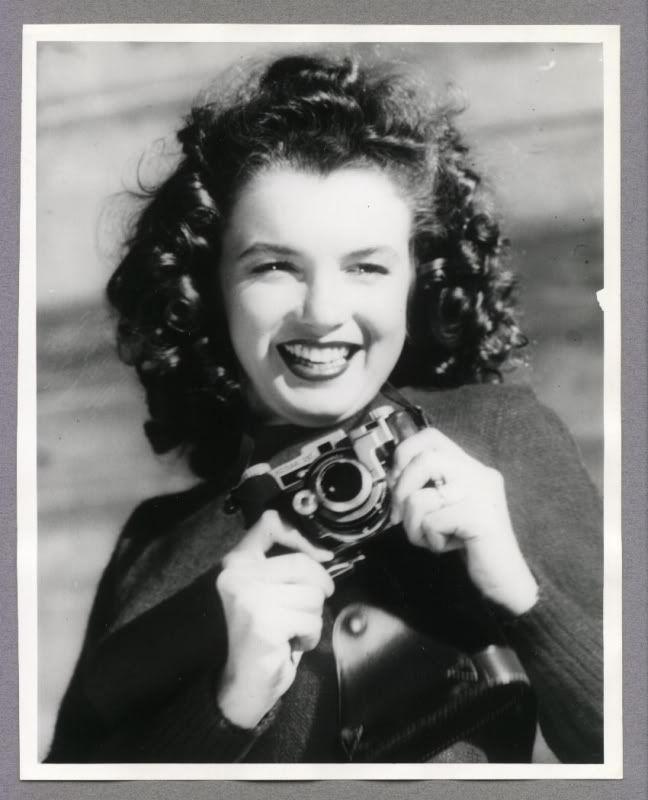 01.06.1926 Den amerikanske skuespillerinnen Marilyn Monroe ble født (Wikipedia) - (Norma Jean Baker) - http://2.bp.blogspot.com/-pxpzGJOTtig/Trc6aeIH1hI/AAAAAAAAACQ/DT-I5De-_tU/s1600/NORMAJEANE092.jpg