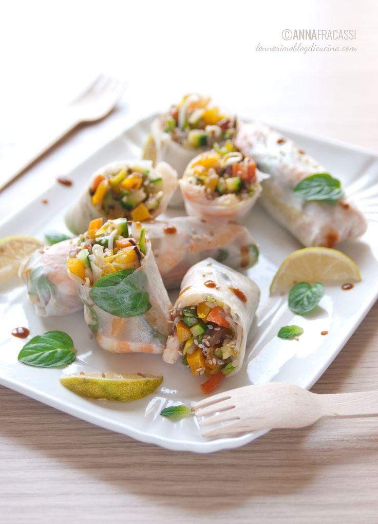 Gli involtini alla vietnamita sono una ricetta che ripropongo spesso, oggi nella variante ai gamberi con menta fresca e verdura di stagione. ©AnnaFracassi