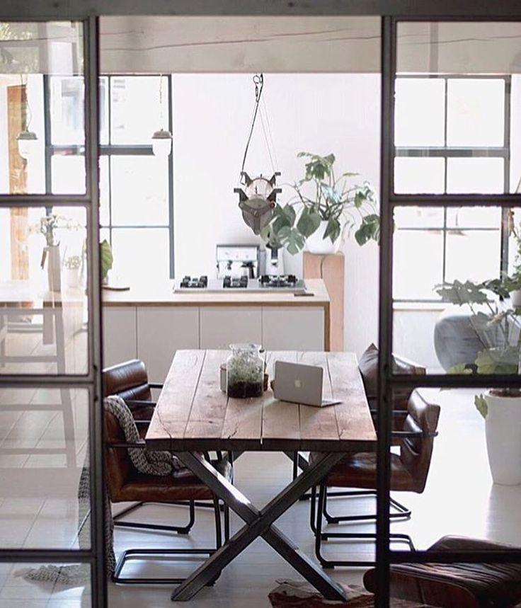 Wat vinden jullie van de industriele eettafels met metalen X-poot?  Wij zijn er fan van! Voor meer van dit soort tafels  * * * * Credits: @lisettedejong51 * * * * #xpoot #tbt #throwbackthursday #inspiratie #interieur #meubels #meubel #meubelonline #wonen #woonaccessoires #design #livingroom #interior #myhome2inspire #interior4you #instahome #eettafel #wooninspiratie #homedeco #homedecoration #homedecor #furnnl #furniture #beautiful #homeandliving #tabledusud #handmade #industrial