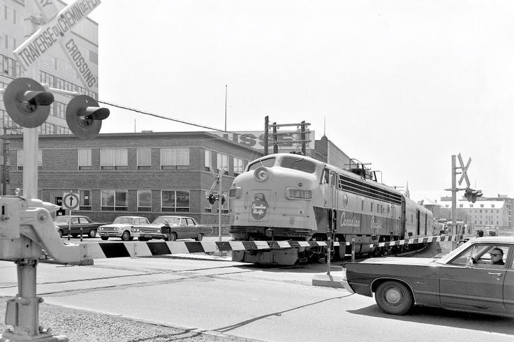 Passage à niveau sur la rue Dorchester à Québec en 1968