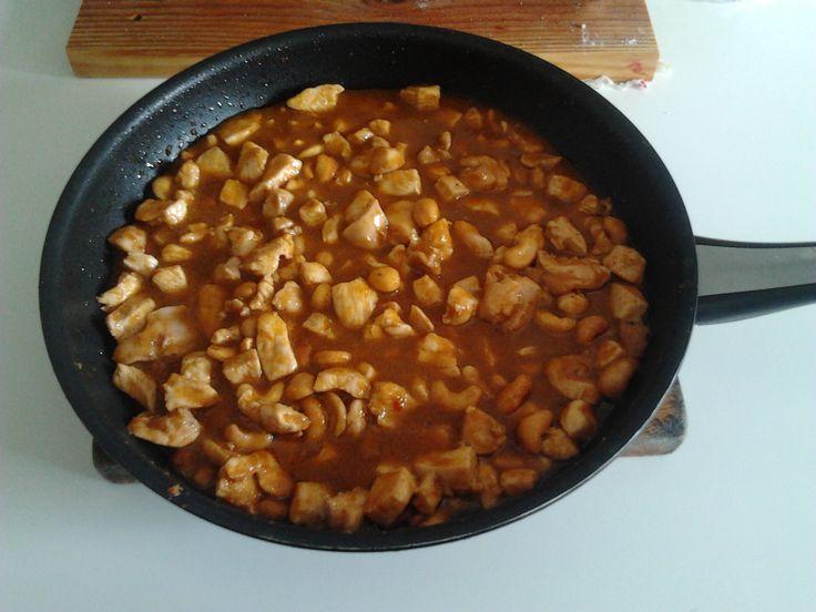 Pollo con anacardos en salsa Yakitori