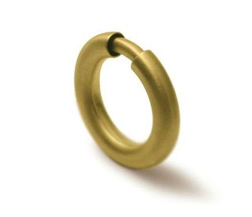Ana Albuquerque. Ring: Concentric movements: sound, 2011. 800 gold.