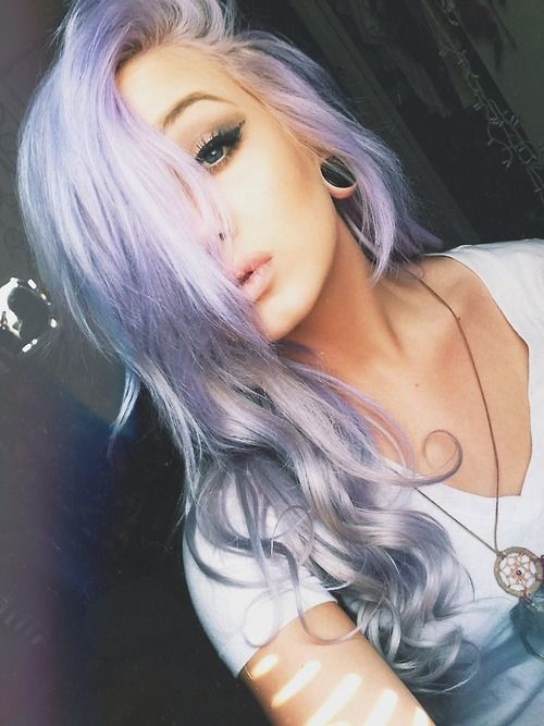 I love this hair color. Not a lot of people could pull it off but she did!!