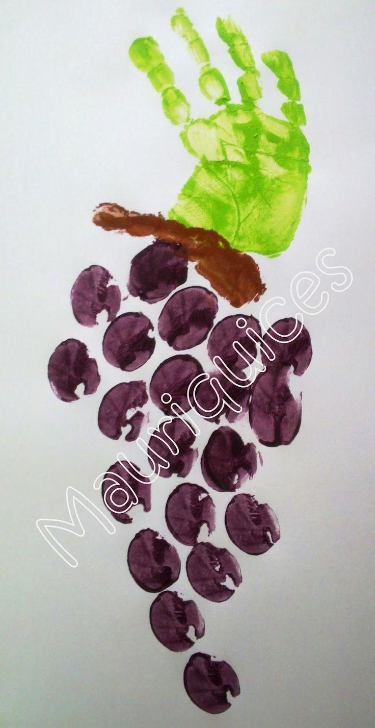 Com tinta verde e castanha pintámos as nossas mãos que estampámos numa folha branca a representar a folha e o pé do cacho de uvas. Com...