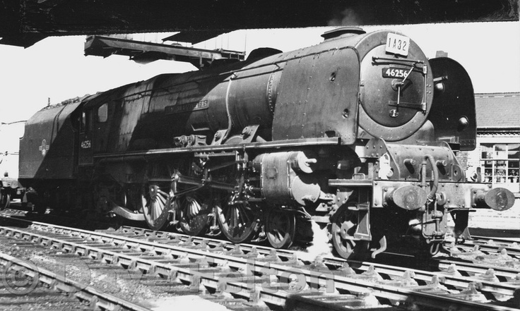 46256 'Sir William A. Stanier F.R.S.' standing in Preston station on 21st July, 1962