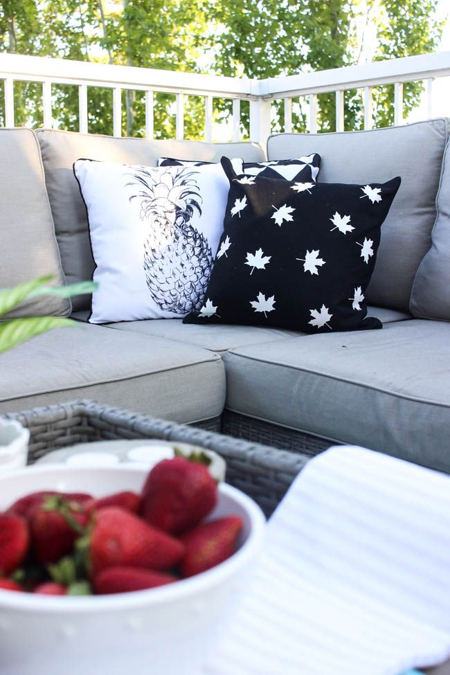 Love this modern take on Canada Day decor! These simple black and white pillows can be made in less than 30 minutes and are perfect for the patio! Perfect quick DIY! Love the grey outdoor sectional couch :)
