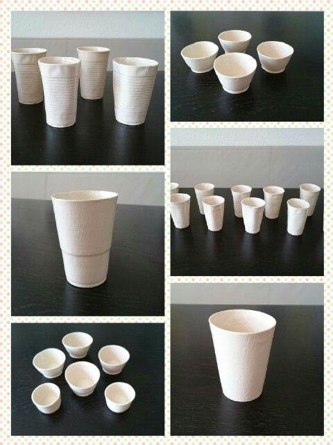 Gobelets en céramique coulés dans des moules en plâtre. Pour fabriquer le moule en plâtre, j'ai utilisé des gobelets à pique-nique jetables en plastique. Technique bon marché et intéressante à faire avec des élèves.