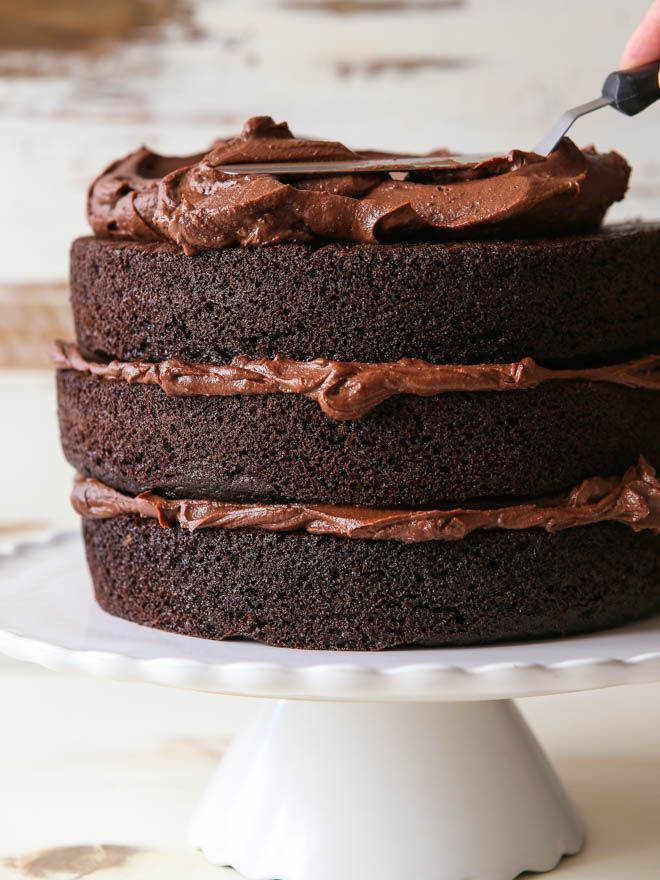 From prepping your cake pans to applying frosting, I'll show you everything you need to know to build a beautiful layer cake! Let me confess that I haven't always known what I was doing, or even what I was supposed to be doing when it came to making a layer cake. Oh no, I've had …
