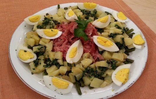 Insalata di fagiolini, patate, uova e speck
