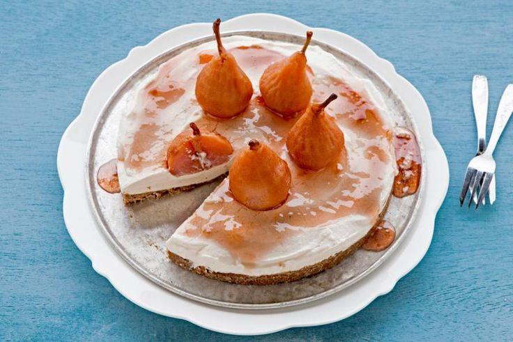 Monchoutaart met stoofperen en ahornsiroop - Recept - Allerhande