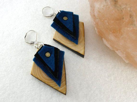 Boucles d'oreille bohèmes bleues losanges en bois par LesBoisettes
