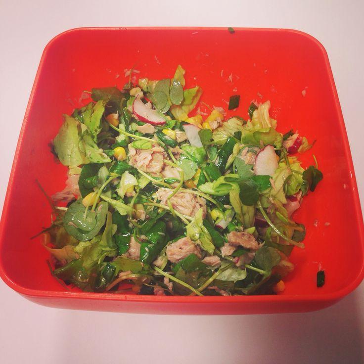 Tunna salad #farfuriaioanei #salataverde #untisor #ceapaverde #ridichie #ton #porumb #lamaie #uleivegetal