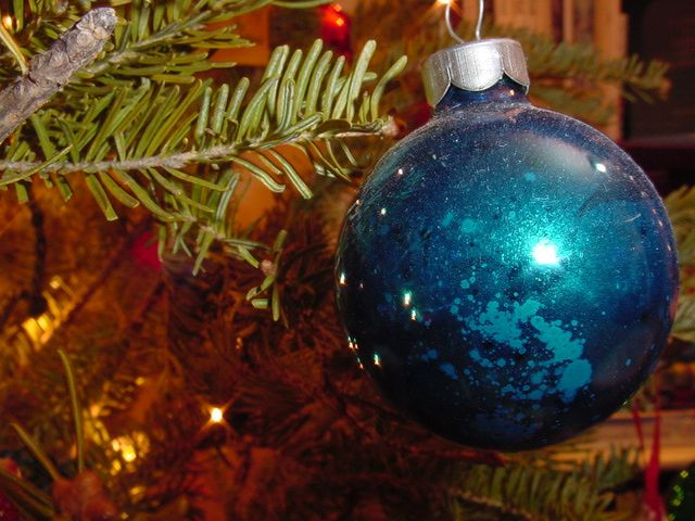 New Holiday Traditions to Honor Your Baby: Ornaments