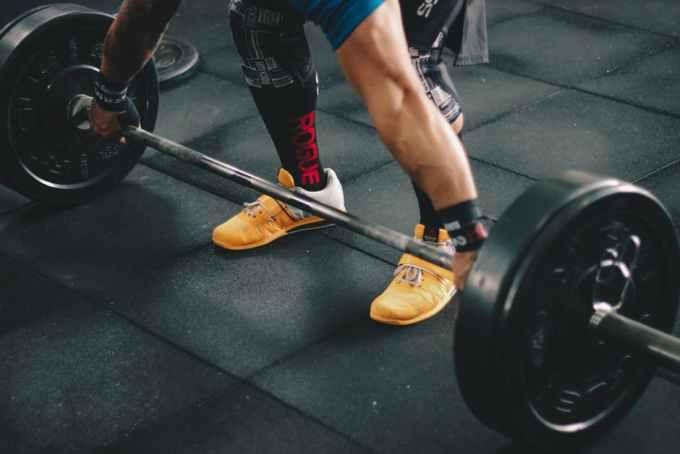 Forma efectiva de que los levantadores de peso (Halterofilia) puedan mejorar la capacidad aerobica mediante entrenamiento intervalico de alta intensidad (HIIT).