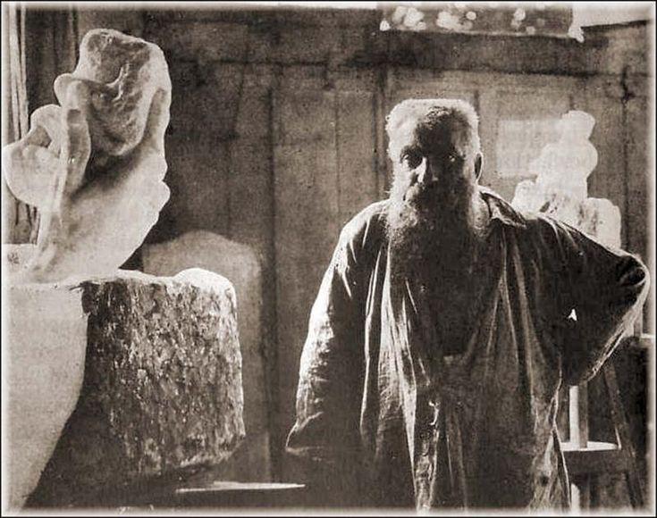 Auguste Rodin, dans son atelier avec, La main de Dieu, 1898, Sourcing image, Hans Belting