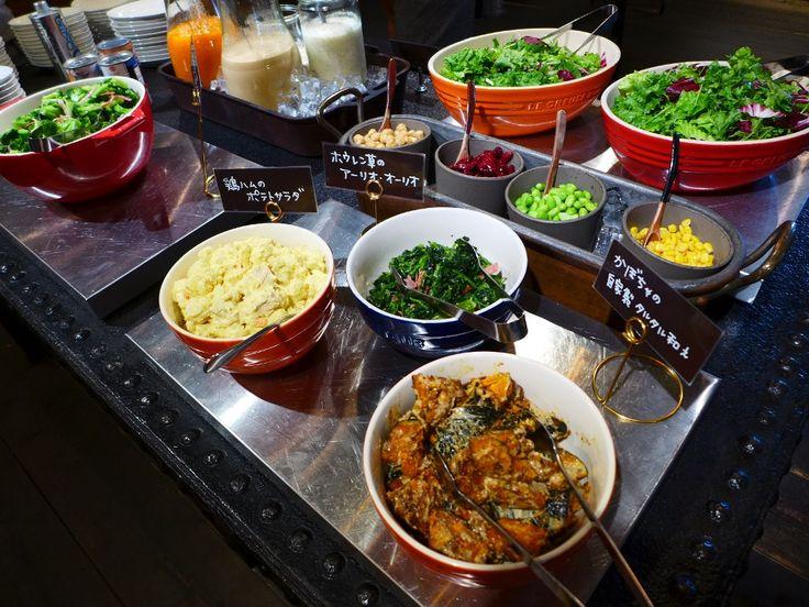 こだわり野菜のサラダ、パスタ、スープ、パンのバイキング付お値打ちランチ! 浪速区 「オルケスタ」   Mのランチ