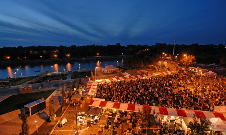 There's nothing like the evening atmosphere of the Niagara Food Festival celebration