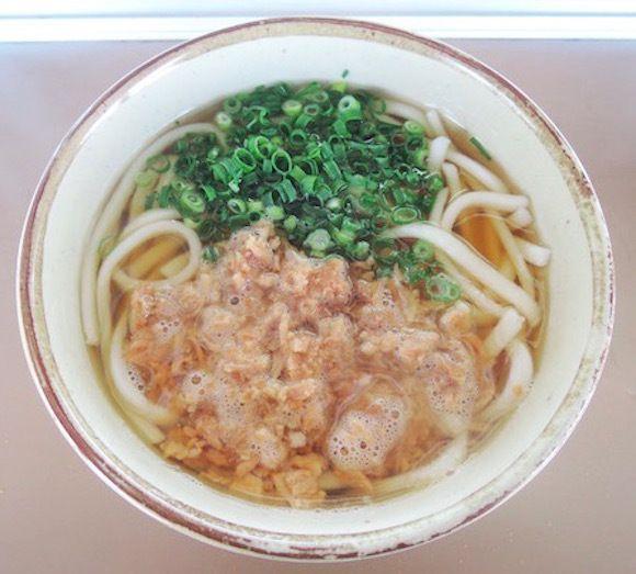 【都市伝説の名店】九州初の「立ち食いうどん」を始めた鳥栖駅の「かしわうどん」がガバうま! 60年以上も愛される味は途中下車してでも食べるべき   ロケットニュース24