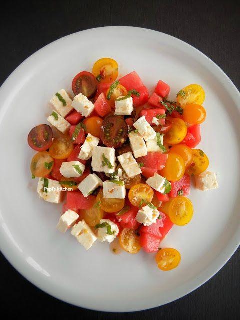 Σαλάτα με Καρπούζι, Ντοματίνια και Φέτα http://pepiskitchen.blogspot.gr/2016/05/salata-me-karpouzi-ntomatinia-kai-feta.html