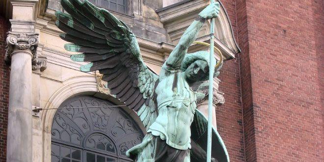 Arcangelo Michele aiuta a lasciare andare il passato