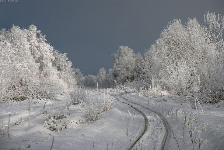 Las vías del tren en invierno, en las afueras de Moscú.