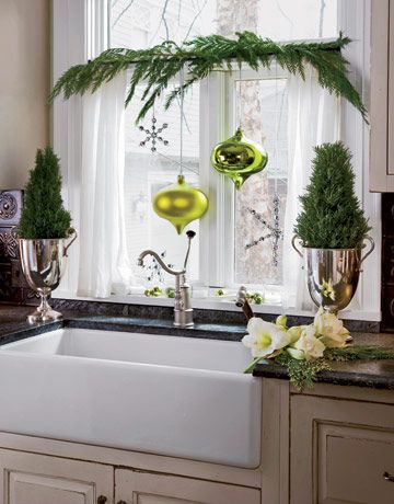 decoratingKitchens Windows, Decor Ideas, Decorating Ideas, Christmas Kitchens, Christmas Windows, Kitchen Sinks, Christmas Decor, Holiday Decor, Kitchens Sinks