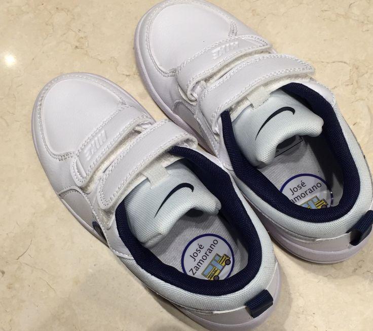 Todos tienen zapatillas blancas? Márcalas con las etiquetas para zapatos.