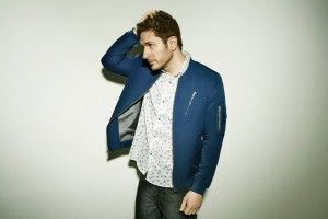 """NEWS: The electronic artist, Owl City, has announced the """"On The Verge Tour,"""" in the United States. This tour will be in support of his new album, Mobile Orchestra. He will be joined by Rozzi Crane, as support. You can check out the dates and details at http://digtb.us/1M2zKPb"""