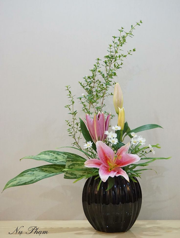 1000 ideas about ikebana arrangements on pinterest for A arrangement florist flowers