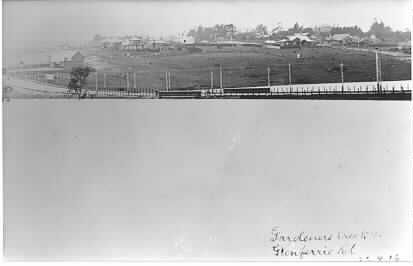 MP 6565. Gardiners Creek in flood at Glenferrie Road, c1916.