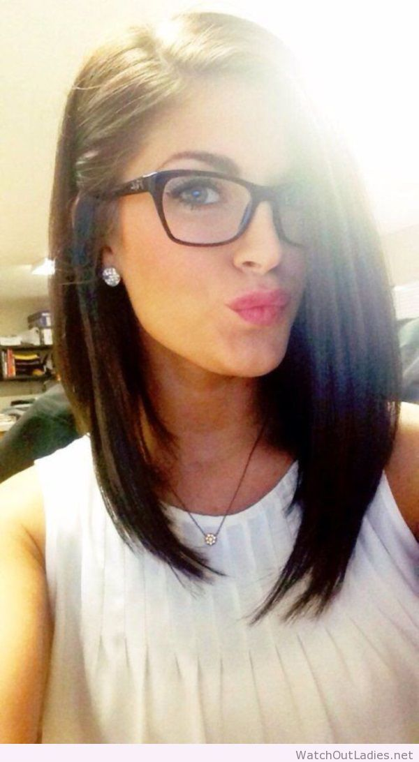 Sweet hair and make-up for girls with glasses