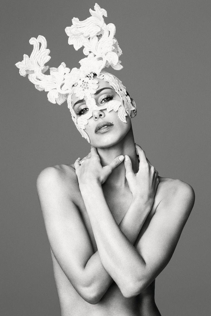 #BelenRodriguez come non l'avete mai vista.  Il volto della campagna #Vanitas #Loveternity.  In questo scatto per la linea #beauty e #lingerie #Primanotte. Adatta a tutte le donne che intendono stupire il proprio uomo durante la prima notte di nozze. #honeymoon #wedding #firstnight #bride #bridetobe