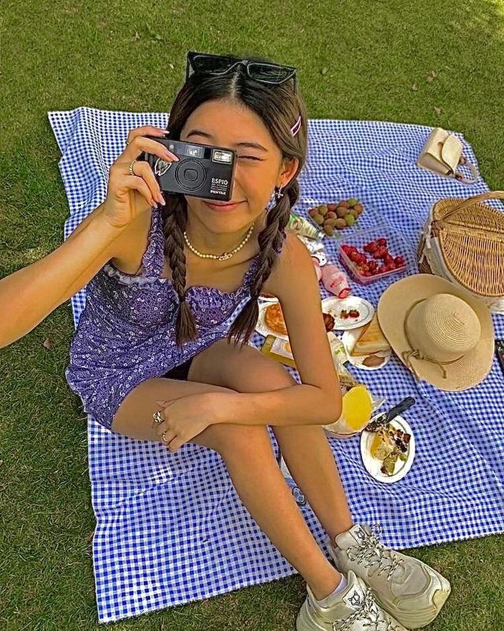 picnics in 2020 | Picnic outfits, Summer aesthetic, Indie kids