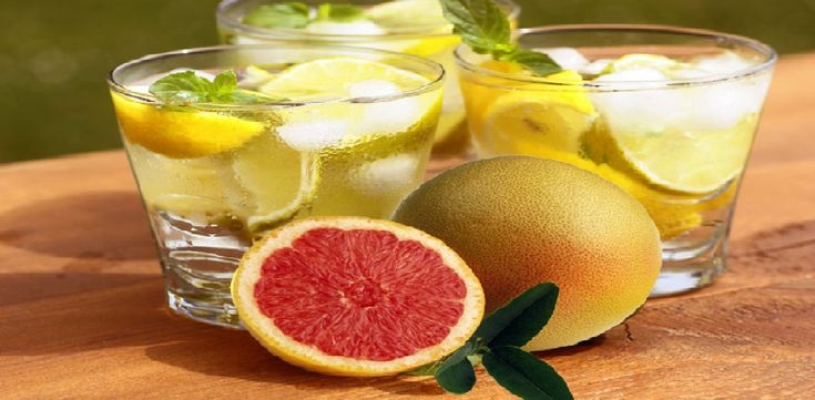 Ingredients: 1 liter of water 1/2 grapefruit 1 tangerine 1 cucumber 4-6 large leaves of mint Ice This drink helps with weight loss and cleanses the body and is an excellent ally in diet