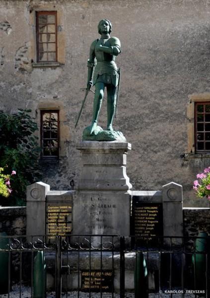Statue de Jeanne d'arc et Monument aux morts – Sainte-Eulalie-d'Olt