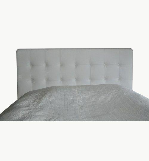 Specialtillverkad sänggavel och sängram, bredd ca 172 cm, höjd 125 cm, mörkbetsade ben till sängramen. Lambada skinn från Nevotex, färgen vit nr 17.