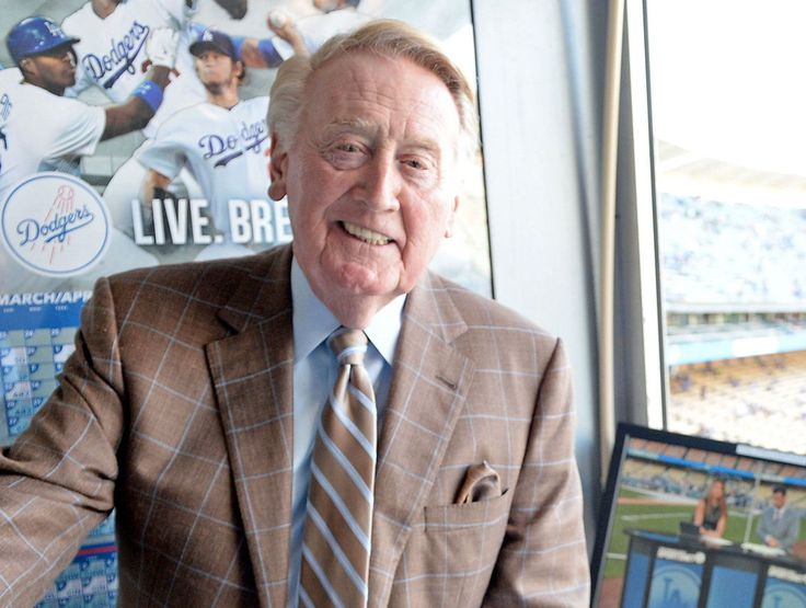 Watch: Scully calls the end of Dodgers Giants games at once