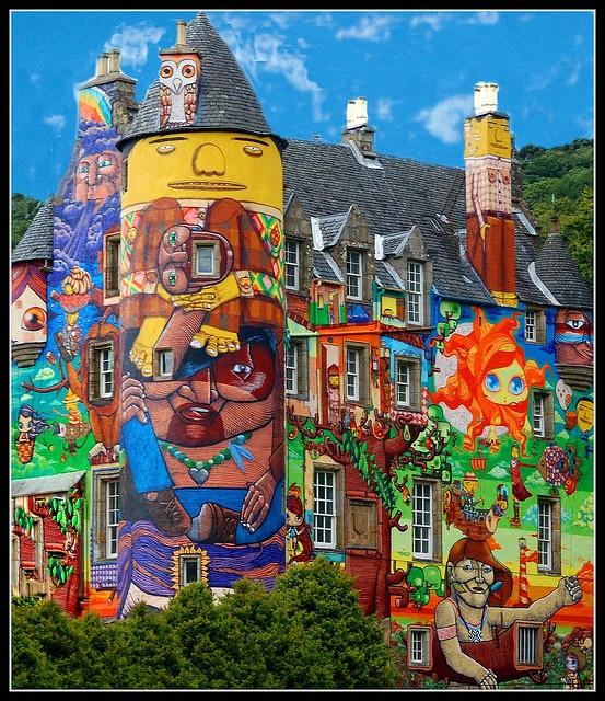 dieses schottische schloss verbindet klassische architektur mit kunterbunter wandbemalung streetart urbanart colors - Wandbemalung Modern