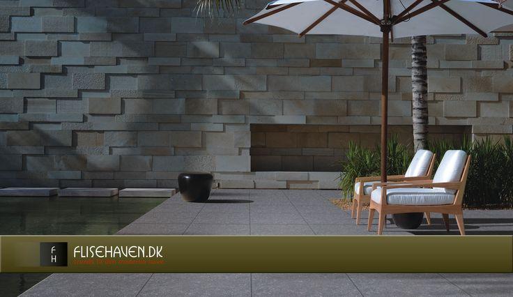 Elsker de rene varme farver og det matrix udtryk der er skabt på væggen, keramiske fliser og vægbeklædning.
