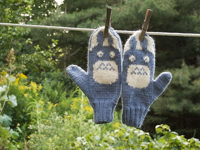 free pattern - knitted Totoro mittens