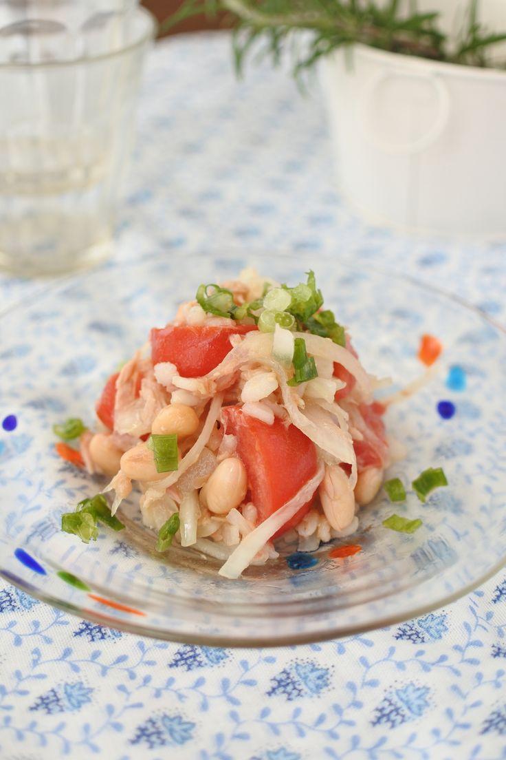 押し麦と大豆のサラダ by 岩崎小百合 / 麦や大豆といった食物繊維たっぷりの食材は疲れた胃腸を整え、美肌効果も期待ができます。肌のコンデションを整えたい方にオススメです。 / Nadia