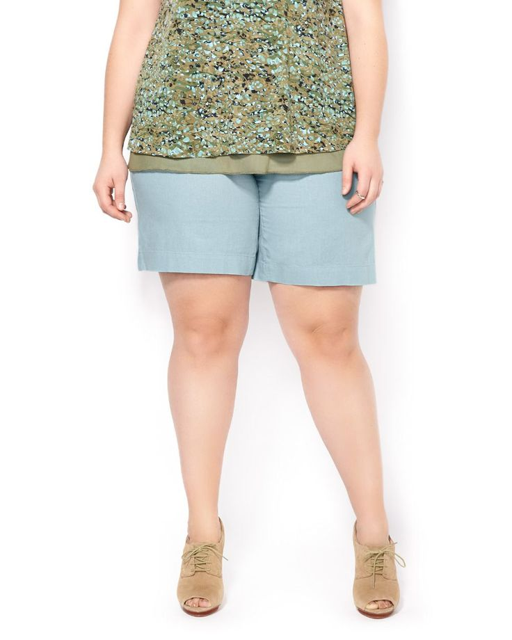 "Complete your summertime looks with this comfy plus-size bermuda short! Its light linen blend fabric is perfect for warm days, while its comfortable waistband with zip fly and button, multiple pockets and relaxed shape offer a perfect fit. Its slightly curvy fit is made for well-defined waists and shapely thighs and legs. A hot-weather essential! 9"" inseam"